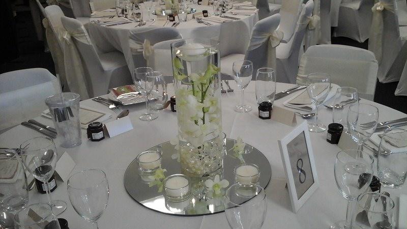 hire round centerpiece mirror base 30cm wedding hire melbourne rh weddinghiremelbourne com au round mirror centerpiece 8in round mirror centerpiece 8in